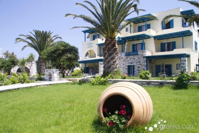 Paradiso Studio & Apartments in Naxos